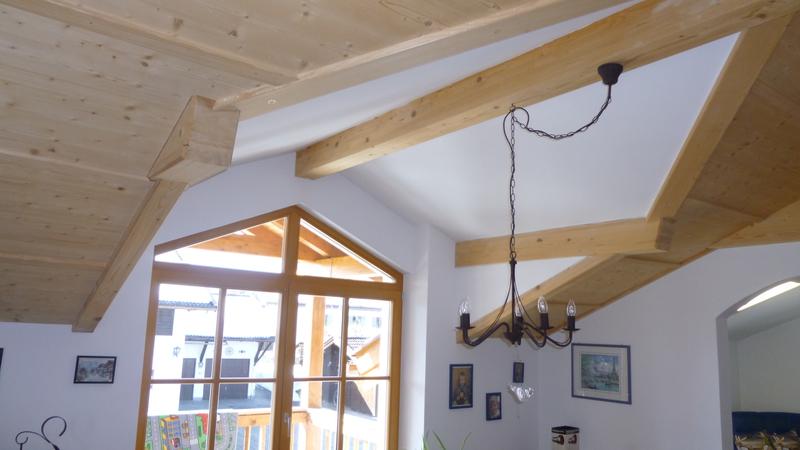 Weiße Holzdecke : Anbau eines Aufzugschachts inkl. Carport u ...
